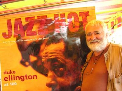 Philippe Fréchet devant le stand de Jazz Hot au festival Jazz à Foix (2014) © Yves Sportis