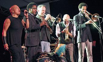 Dee Dee Bridgewater et son groupe © Pascal Kober