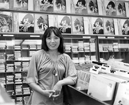 Toshiko Akiyoshi, At Rare Records Store, Los Angeles, 1975 © Ray Avery/CTSIMAGES