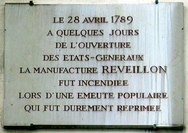 Le 28 avril 1789: une plaque rappelant les premiers signes de la Révolution du 14 juillet, rue de Montreuil à Paris, événements auxquels nous devons d'être une République.