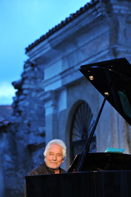 Enrico Intra © photo X by Courtesy of Iseo Jazz