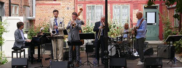 Mathias Algotsson (p), Claes Brodda (ts), Karl Olandersson (tp), Anders Norell (tb), Ronnie Gardiner (dm), Claes Askelöf (eg), Ystad, 2 août 2019 © Jérôme Partage