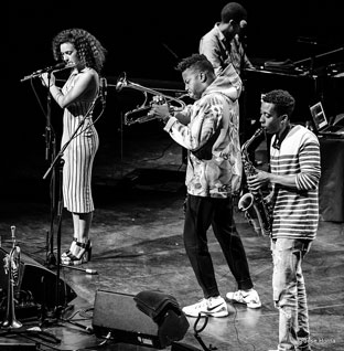 Elena Pinderhughes, Christian Scott, Lawrence Fields (arrière-plan)Braxton Cook © Jose Horna