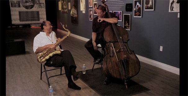 Benny Golson et Buster Williams, conversation, image extraite de Buster Williams: Bass to Infinity d'Adam Kahan