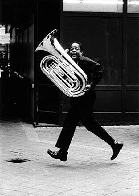 Howard Johnson, un tuba pressé © photoX by courtesy of www.hojotuba.com