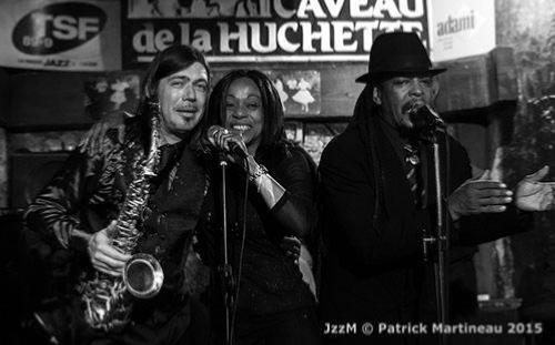Sylvia Howard fait le boeuf avec Sweet Screamin' Jones et Boney Fields au Caveau de La Huchette (novembre 2015) © Patrick Martineau