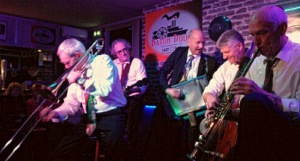 jazz new orleans: le groupe cherbourgeois «Bourbon Street» de Jean Ade (sax) © Baton Rouge by courtesy