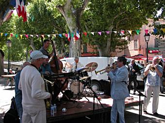 Les apéro-jazz sous les platanes © Félix W. Sportis