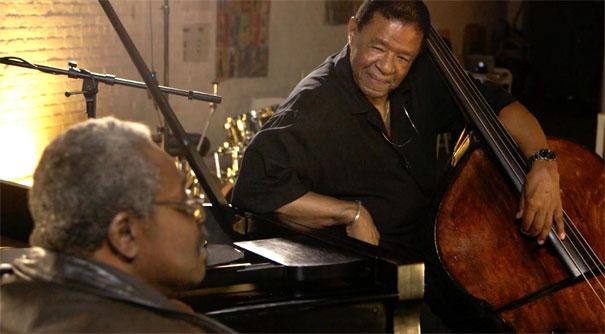 Larry Willis et Buster Williams, conversation, image extraite de Buster Williams: Bass to Infinity d'Adam Kahan