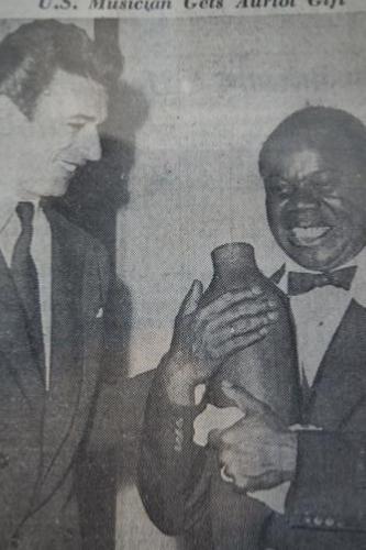 Rencontre Louis Armstrong-Yves Montand, Nice, 1948, coupure de presse tirée de l'exposition 'Harlem à Limoges'