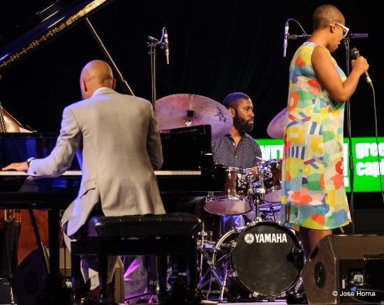 Lawrence Leathers avec Aaron Diehl et Cécile McLorin Salvant, Festival de Jazz de Vitoria (2016) © José Horna