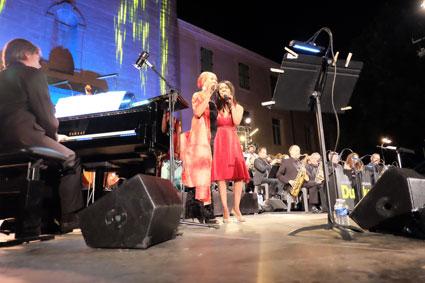Duke Orchestra-Laurent Mignard-Philippe Milanta, Myra Maud et Sylvia Howard © Ellen Bertet