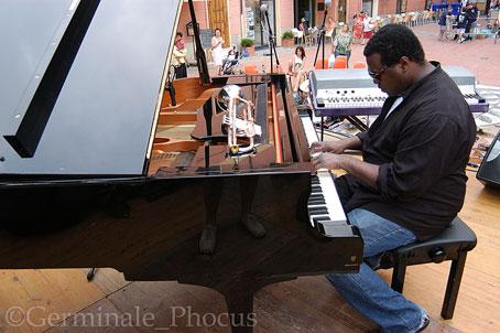 Wallace Roney au piano, Laigueglia, Italie, 2005 © Umberto Germinale